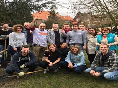 Rotaract 's-Hertogenbosch steekt de handen uit de mouwen tijdens NL Doet